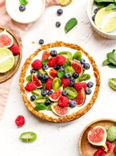 Granola ontbijt taart met fruit
