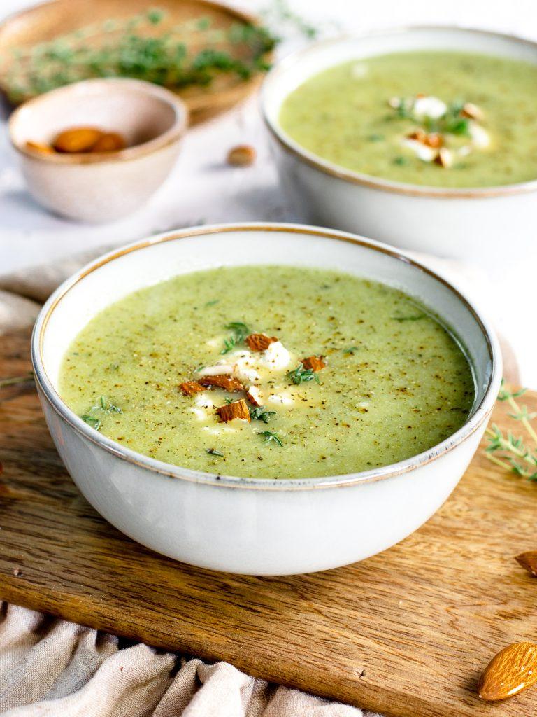 Groene groentesoep met kruiden