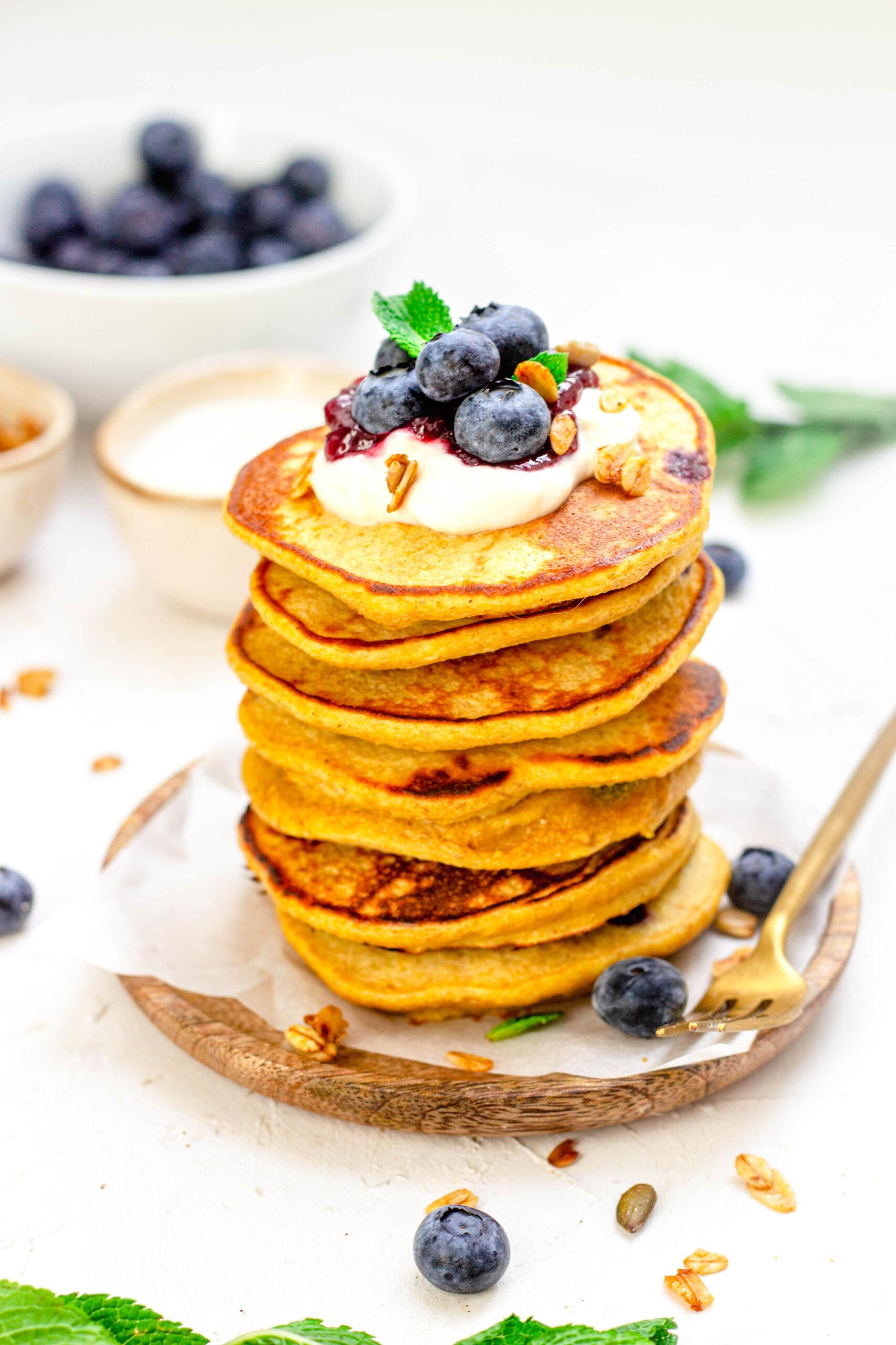 Blauwe bessen pannenkoeken met yoghurt