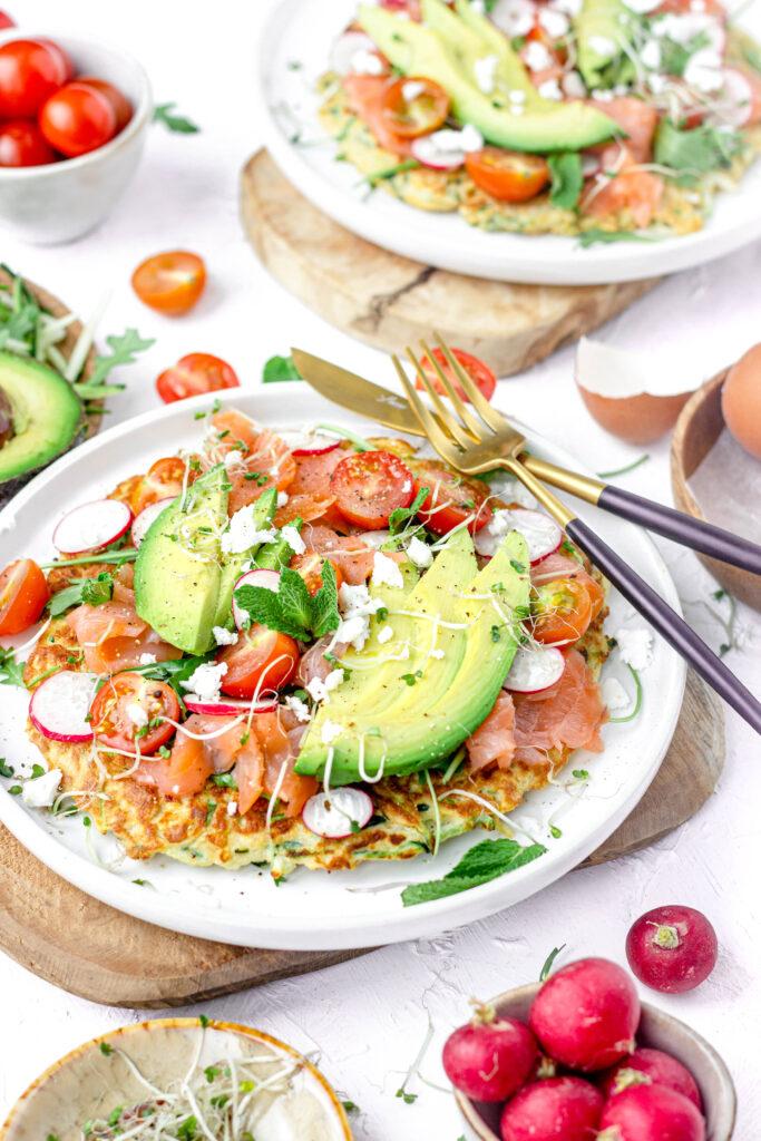 Courgette wraps met zalm & avocado