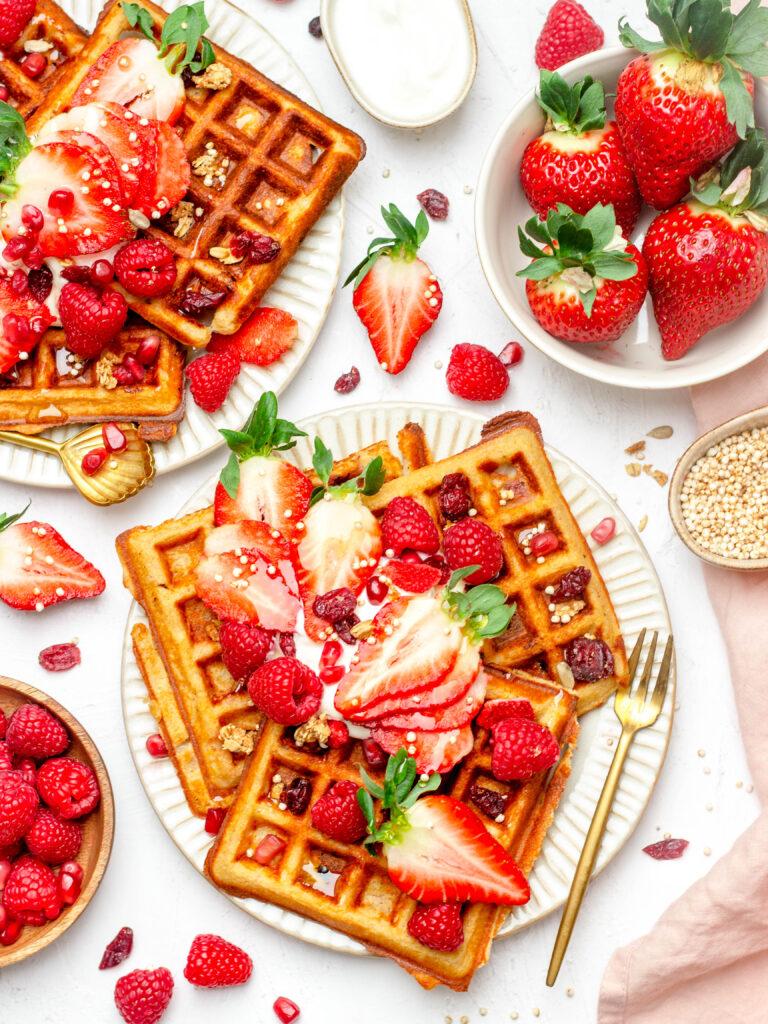 Gezonde aardbei wafels met vanille