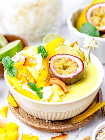 Gezonde mango ananas smoothiebowl